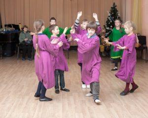 Eurythmie Aufführung in der Schule